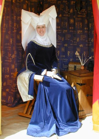 Christine de Pizan Style Headdress, the 'Attor de Gibet' with Fine White Linen
