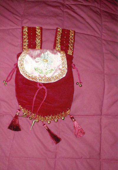 Red velvet pouch with embroidery on silk of Daisy in silkwork and goldwork